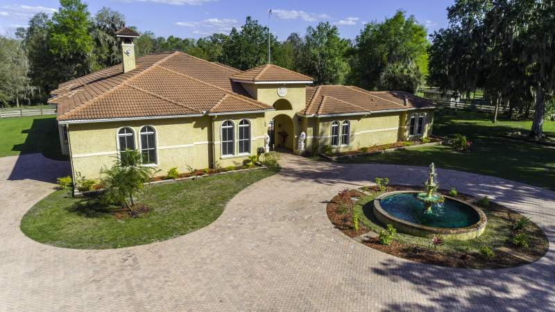 Luxury Lithia FL Equestrian Estate for Sale with 18 to 40 Acres Image